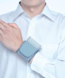 Máy đo huyết áp cổ tay Omron 7