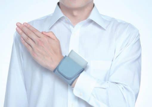 Máy đo huyết áp cổ tay Omron 5