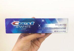 Kem đánh răng Crest 3D White Luxe Diamond Strong 99g