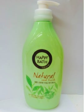 Sữa tắm hương Trà Xanh Happy Bath có nhiều bọt mịn. Kích thước hạt bọt rất nhỏ nên có thể đi sâu giúp làm rất sạch da.