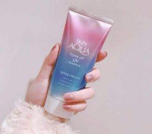Kem chống nắng hiệu chỉnh màu da Skin Aqua Tone up UV Essence màu tím hồng lavender