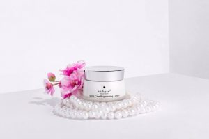 Sakura Spots Care Brightening Cream