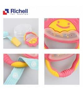 Xúc xắc gặm nướu tròn Richell có dây đeo