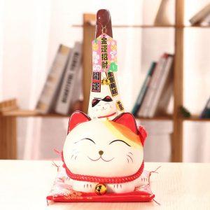 Gương mặt Mèo thần tài lúc nào cũng vui tươi, hớn hở như sẵn sàng đó những điều tốt đẹp đến cho chủ nhân.