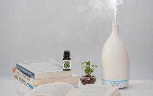 Máy khuếch tán tinh dầu hải đăng trắng sữa HKTD - 3623
